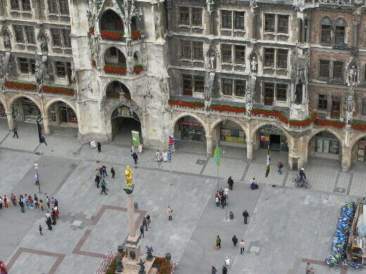 munich-marienplatz-turrehberin