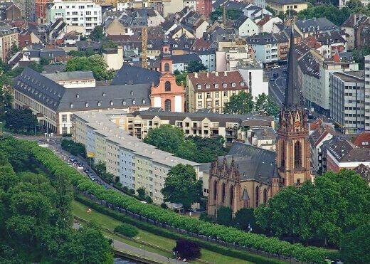 muzelerbolgesifrankfurt-turrehberin