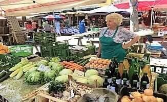 Bauernmarkt1-turrehberin