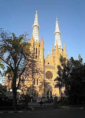 Jakarta_Cathedral-turrehberin