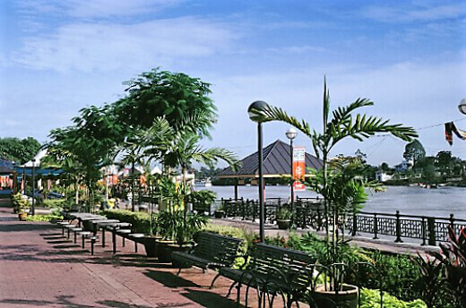 KUCHING WATERFRONT-turrehberin