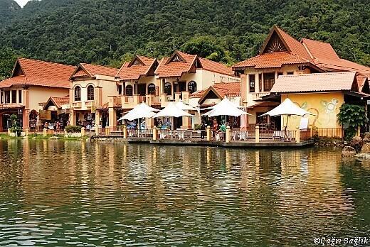Oriental village-turrehberin