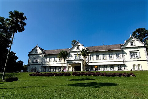 Sarawak_Museum,_Kuching-turrehberin