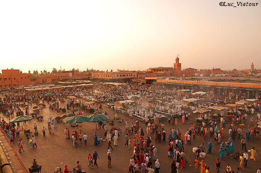 800px-Maroc_Marrakech_Jemaa-el-Fna_Luc_Viatour