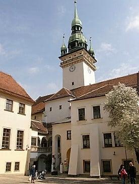 brno-town-hall-turrehberin