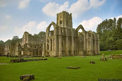 fountains_abbey_north_yorkshire-turrehberin