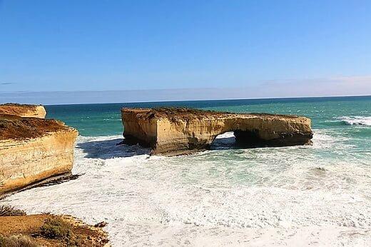 island_archway_great_ocean_rd_victoria_australia_-_nov_08