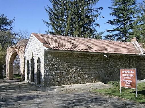 kazanlak-tomb-turrehberin