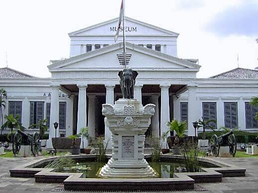 Museum_Nasional_Indonesia-turrehberin
