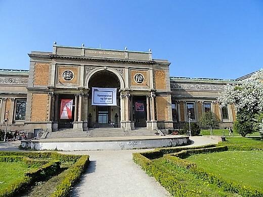 nationalmuseumofart-turrehberin