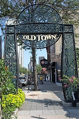old_town_chicago_sign-turrehberin
