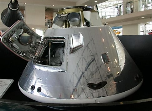 apollo-command-module-at-seattle-museum-of-flight-turrehberin