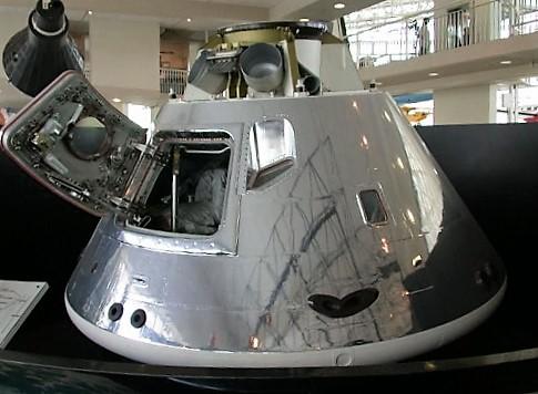 apollo-command-module-at-seattle-museum-of-flight-turrehberin