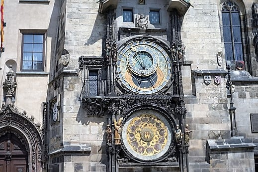 prague-astronomical-clock-turrehberin