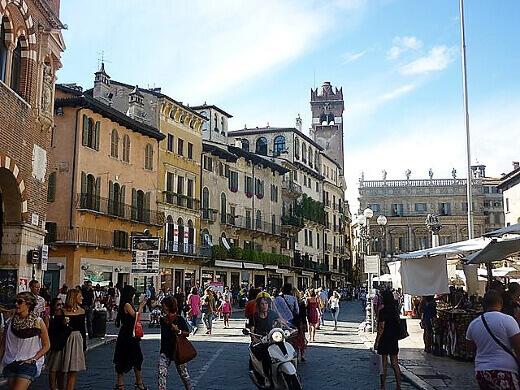 Piazza_delle_Erbe-turrehberin
