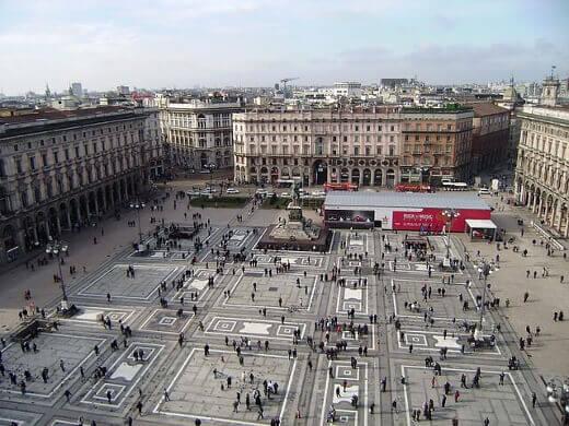 Milan Piazza del Duomo-turrehberin