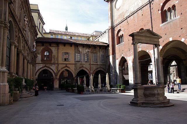 Piazza Mercanti-turrehberin